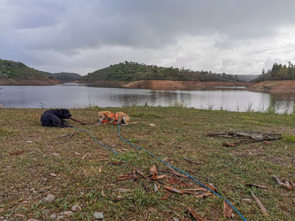 Camping am Stausee in Portugal