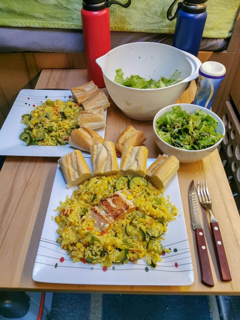 Gemüsereis kochen im Wohnmobil