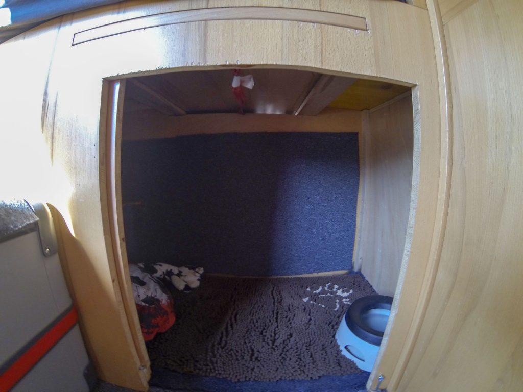 Hundebox unter Bett Camper