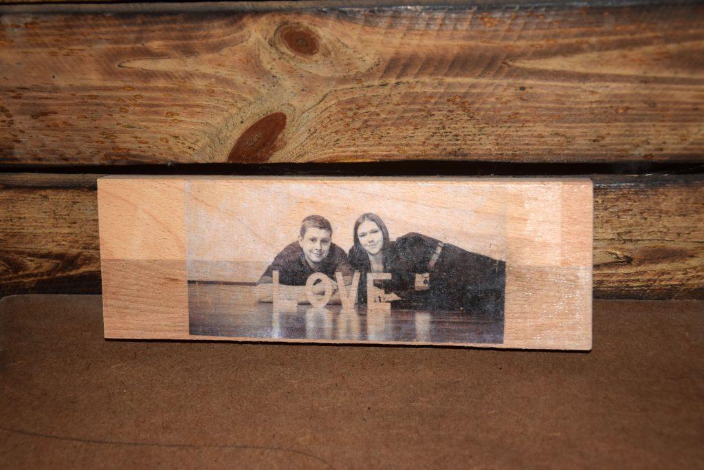 Hundefoto auf Holz