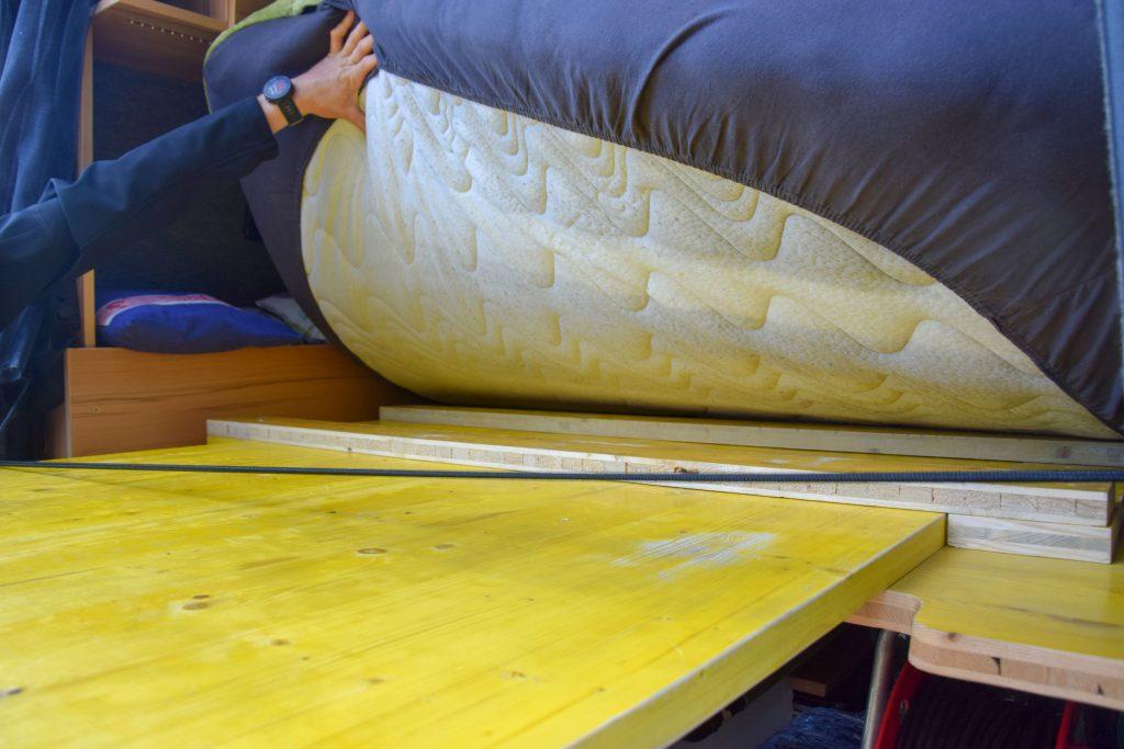 ausziehbares Bett Camper