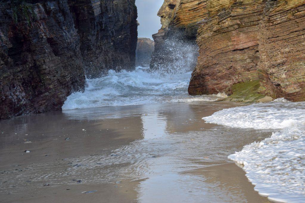 große Welle am Strand