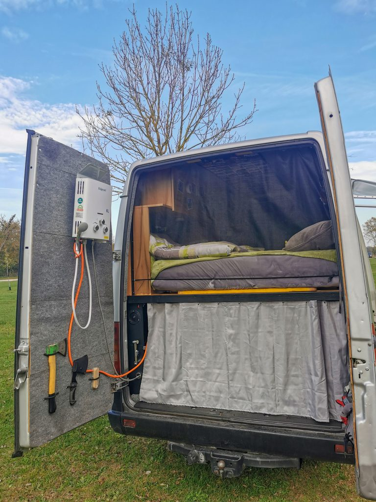heiße Dusche im Van