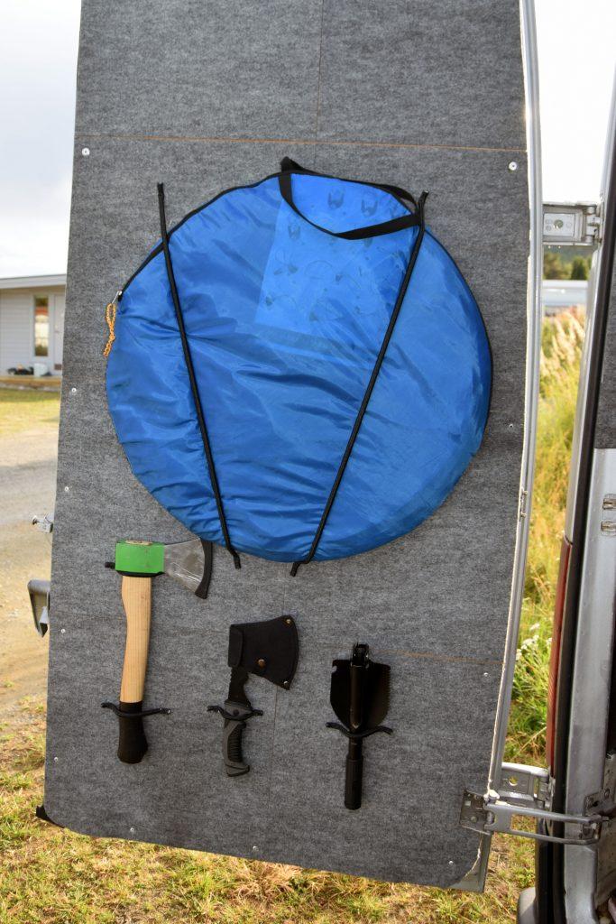 verstautes Duschzelt Camping